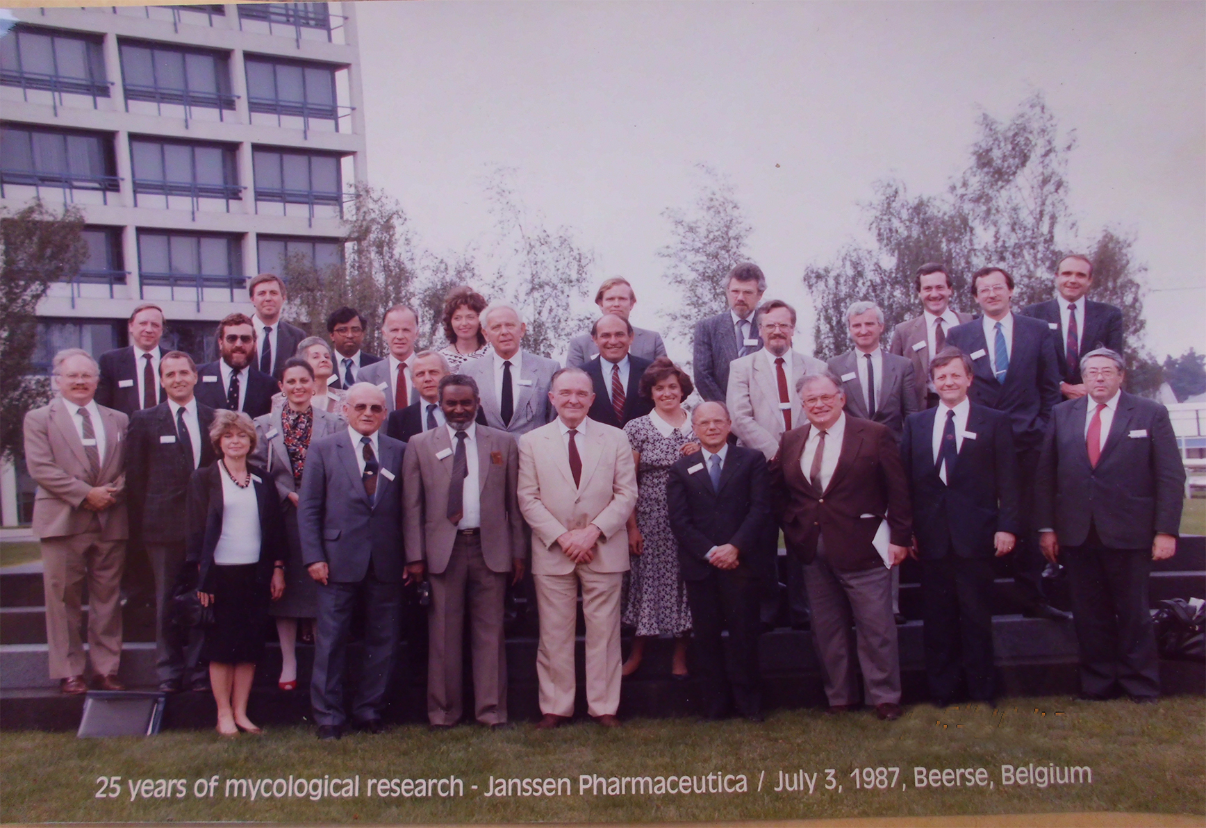 Prof-Elsheikh-with-other-mycologists-attending-Janssens-25-years-of-mycology-research-meeting-in-Belgium-1987