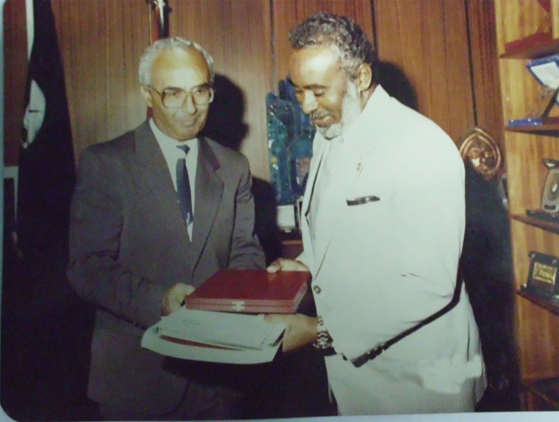 Recieving-an-appreciation-award-from-vice-chancellor-University-of-Yarmouk-Jordan-1993